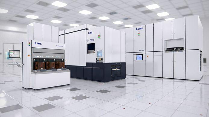 Een EUV machine, een immersie machine en links een Yieldstar meetmachine van ASML.