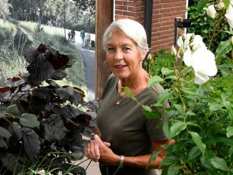 Ria (72) gaat 'gewoon' door met vrijwilligerswerk bij hospice, ondanks corona: 'Ik voel me hier thuis'