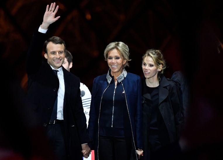 Emmanuel Macron met echtgenote Brigitte Trogneux en haar dochter Tiphaine Auzière.