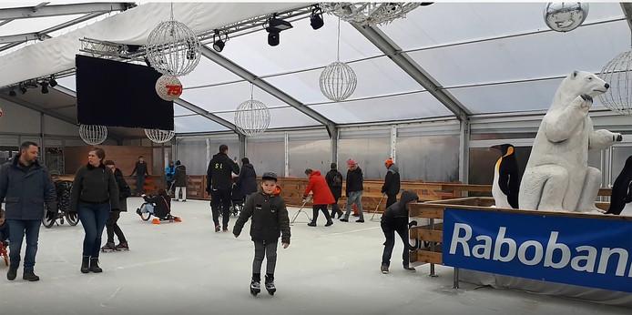 IJsbaan geopend op Markt in Roosendaal