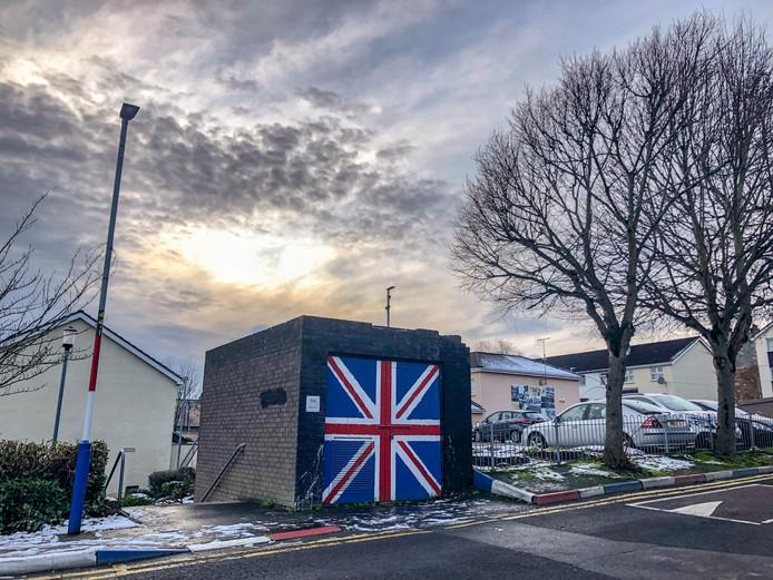 De Britse vlag op een elektriciteitshuisje in het Noord-Ierse stadje Londonderry.
