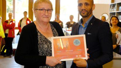 Van kankerpatiënt tot oncologisch vrijwilliger: Betty Pluym wint Prijs van de Vrijwilliger