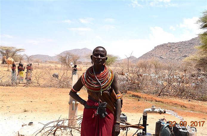 Nkiiren Lemadada gaat tegenwoordig weer zingend naar de waterpomp.