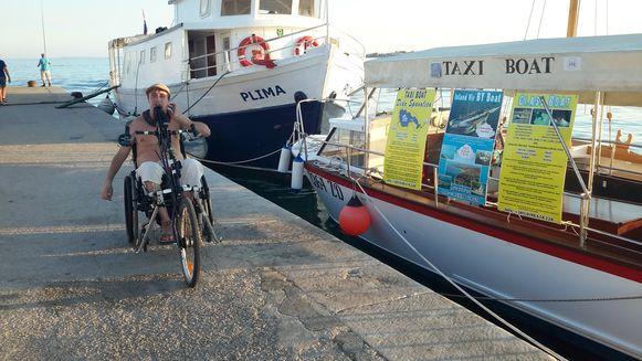Erik op het eiland Vir waar hij vakanties voor rolstoelgebruikers wil aanbieden.