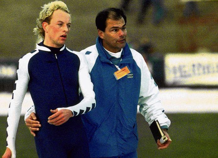 Ab Krook met een nog jonge Gerard Kemkers tijdens de NK in Assen in 1990.