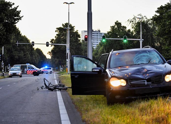 Het meisje werd tijdens het oversteken geschept door een auto.