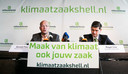 Directeur Donald Pols van Milieudefensie en advocaat Roger Cox kondigen in 2018 hun klimaatrechtszaak tegen Shell aan