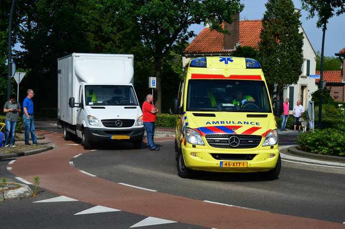 Een ambulance heeft het slachtoffer afgevoerd naar het ziekenhuis.