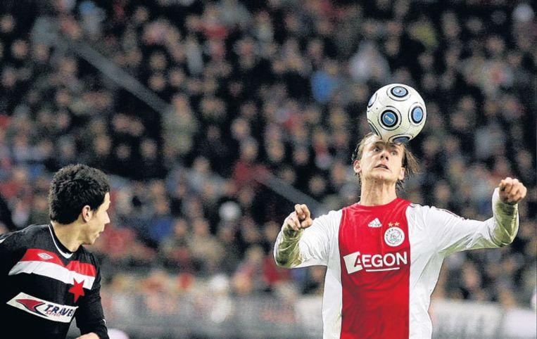 Siem de Jong brengt de bal onder controle. Foto ANP/Olaf Kraak Beeld