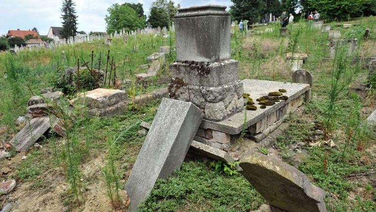 De vernielde graven in Kaposvar Beeld afp