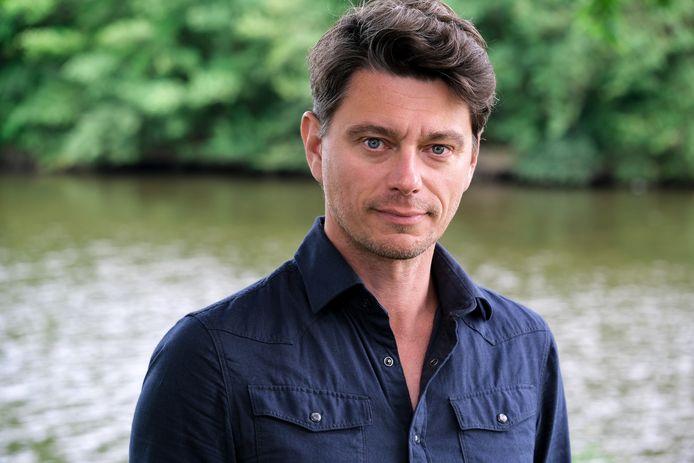 """Acteur Klemens Patijn speelt op 12 juli en 1 augustus in een tuintheater in Wijhe. ,,In de buitenlucht is het veilig voor publiek. En het is een mooie manier om theater naar de mensen te brengen."""""""