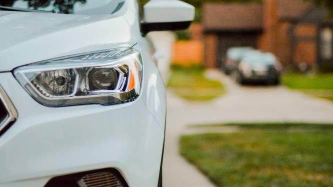 Een nieuwe auto kopen? Zoveel invloed heeft de CO2 uitstoot van je wagen op de prijs van je verzekering