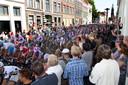 Zutphen maakt zich op de Groenmarkt op voor de etappestart van de Vuelta in de Hanzestad.