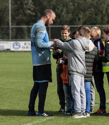 Duivense scholieren jagen op handtekeningen Lazio-sterren