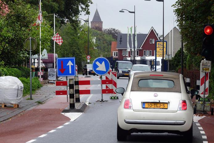 Tijdens werkzaamheden aan de Pastoor van Breugelstraat vorig jaar, stond het verkeer regelmatig vast in Bosschenhoofd.