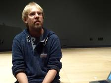 Verhalenverteller Paul Groos in de Wieger in Deurne