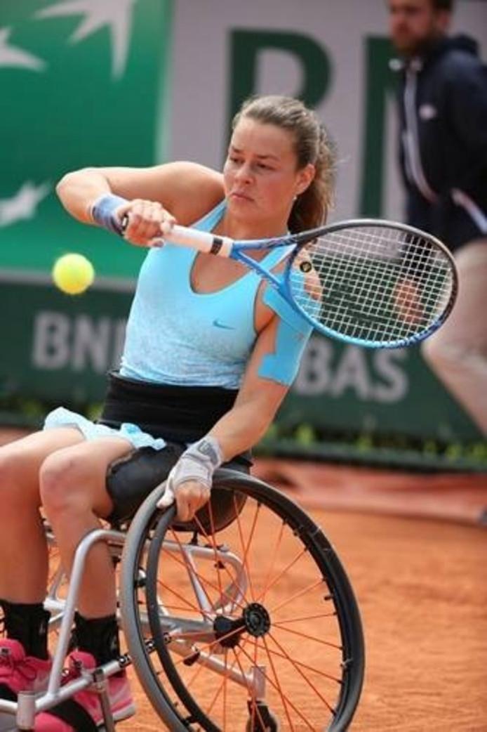 Marjolein Buis in haar duel tegen Aniek van Koot.