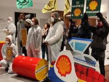 Activisten Extinction Rebellion dringen Stopera binnen