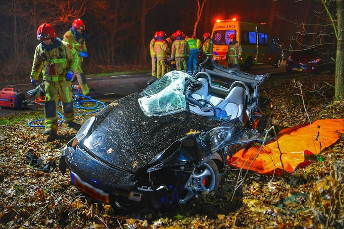Porsche van de weg geraakt in Bergeijk