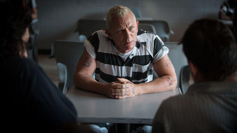 Daniel Craig, dit keer niet in Bond-outfit maar in gevangenispak. Beeld RV