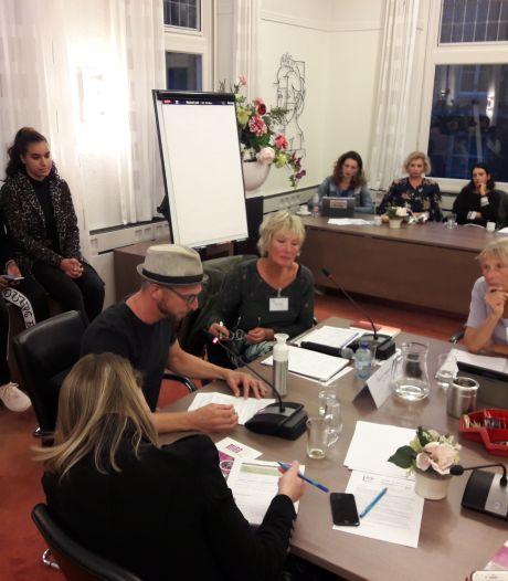 Welzijnsveld roert zich in Oisterwijk: bezuinigen kost meer dan je lief is