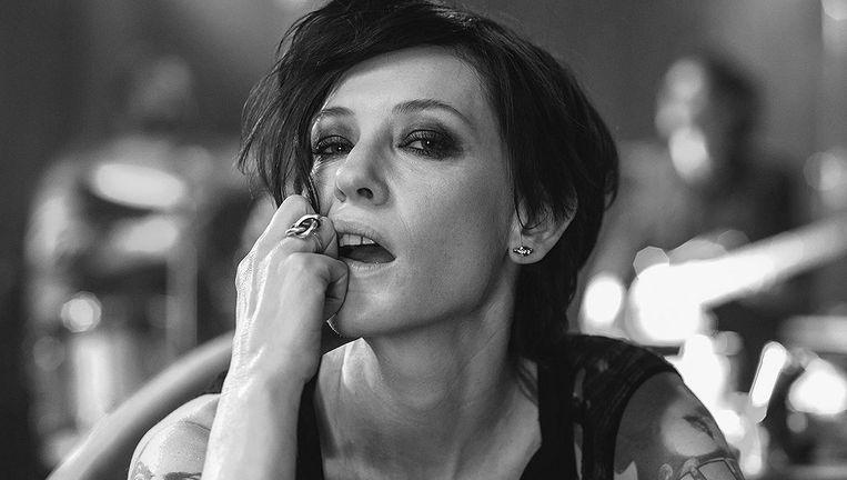 Cate Blanchett declameert een Dadamanifest als priesteres van de punk Beeld Manifesto
