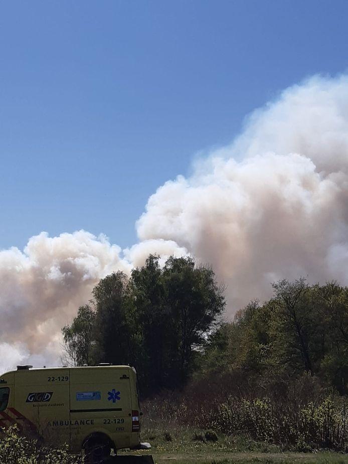 Veel rookontwikkeling bij grote brand in Deurnsche Peel.