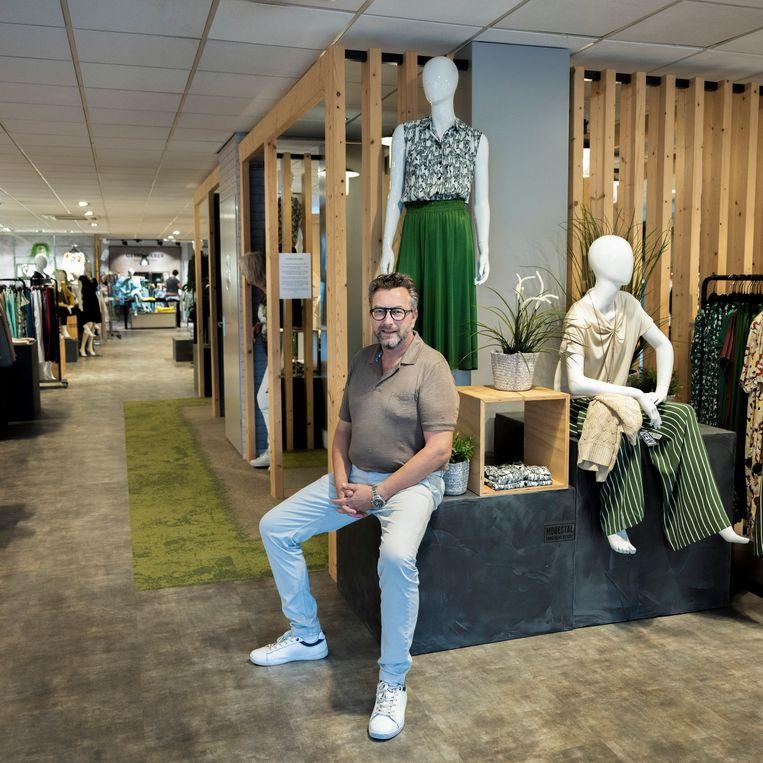 Mode-ondernemer Ben Kooyman in zijn winkel Modestal 2.0. Beeld Bram Petraeus