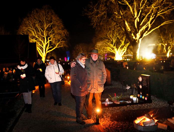 Lichtjesavond op de algemene begraafplaats van Leerdam.