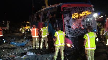 Bus rijdt in Aalter in op werken: 2 zwaargewonden, 18 lichtgewonden