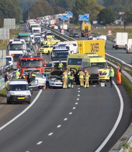 Drie gewonden bij ongeluk met drie voertuigen op A59 bij Waspik, snelweg weer vrij