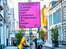 Straatbeeld: Geel valt niet op: omleidingsborden voor fiets zijn roze
