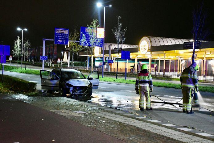 Een personenwagen die gisteravond op de Energieweg reed, is door een technisch mankement in brand gevlogen. De brandweer zette de belangrijke verkeersader enige tijd af.
