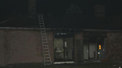 Zware woningbrand Sint-Martens-Leerne: bejaarde man sterft, zijn vrouw kritiek