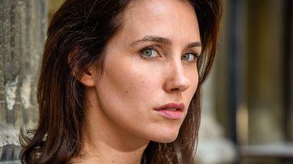 """VIDEO. Vlaamse actrice getuigt voor het eerst voor camera over de verkrachtingszaak tegen topregisseur Luc Besson: """"Hij zag dat ik weende, maar bleef doorgaan"""""""