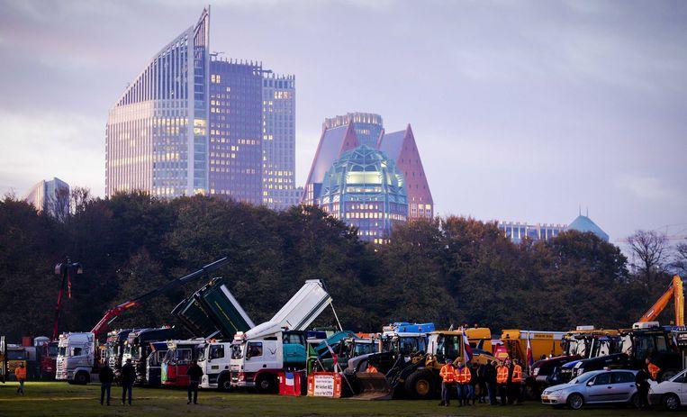Enkele duizenden demonstranten uit de bouwwereld op het Malieveld in Den Haag.  Beeld ANP
