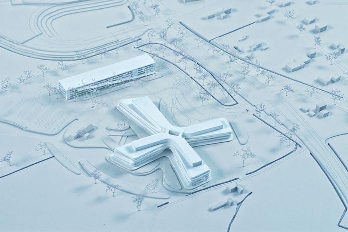 Het toekomstige Slingeland Ziekenhuis in Doetinchem, dat van boven de vorm heeft van een kruis. De rechthoekige parkeergarage loopt evenwijdig aan de afrit van de snelweg.