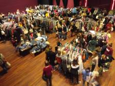 Vintage-kledingbeurs in De Lindenberg: populair bij jong en oud