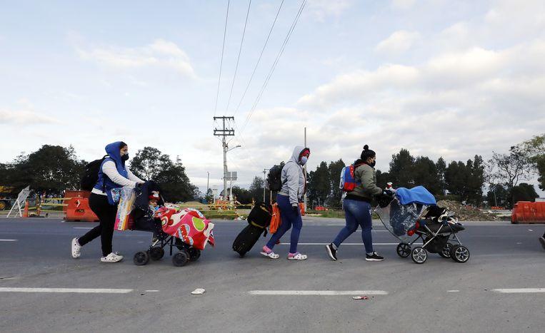 Ook in Bogota is het dragen van een mondkapje inmiddels gemeengoed. Beeld EPA