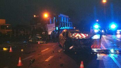 Man (68) in begeleidingswagen komt om na frontale botsing met truck