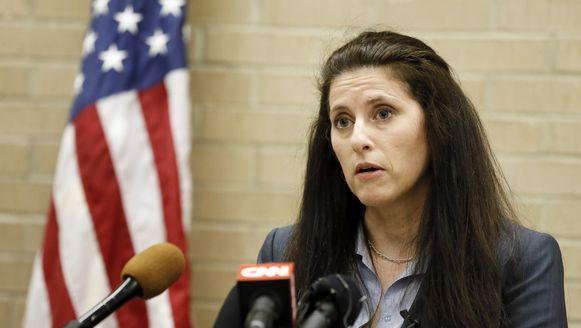 De advocaat van agent Eric Casebolt, Jane Bishkin, tijdens een persconferentie.
