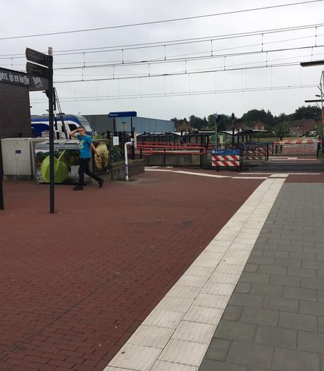 Spoorbomen station Deurne blijven open en de treinen rijden gewoon door