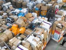 Het 'ziekmakende' werkregime bij PostNL: elke 4 seconden een pakketje sorteren