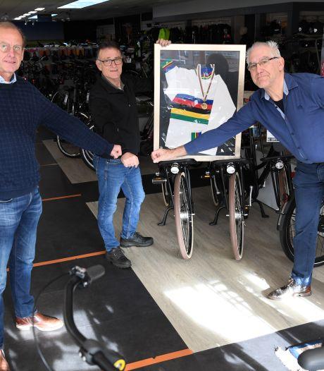 Henk Baars, oud-wereldkampioen veldrijden, bracht trots in Diessen