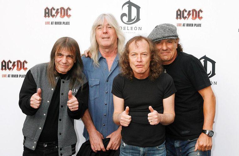 AC/DC in 2011:  (vlnr) gitarist Malcolm Young, bassist Cliff Williams,  gitarist Angus Young, en zanger Brian Johnson.