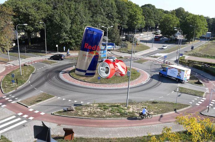 Vincent Prins pleit voor een stevige bewustwordingsscampagne als het gaat om het scheiden van afval in Sliedrecht. ,,Dat kan via spandoeken. Of zet maar een blikje van vijf meter hoog op elke rotonde'', zegt hij.