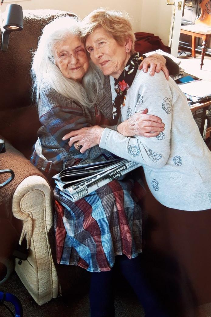 Eileen Mackin en haar moeder.