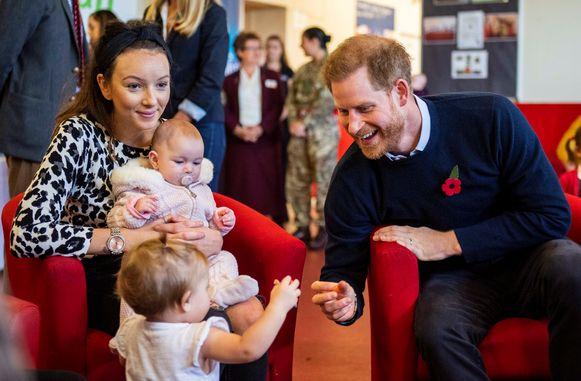 Harry was tijdens de gesprekken érg geïnteresseerd in het leven met twee kinderen, zeggen verschillende ouders.