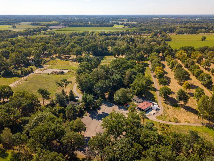 Het Rooije Asch-terrein in Handel vanuit de lucht gezien, met onder in het midden het parkeerterrein aan de Haveltweg.