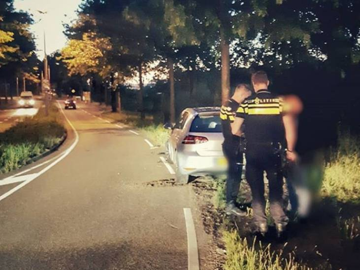 Tilburger (36) rijdt onder invloed tegen boom en moet rijbewijs inleveren
